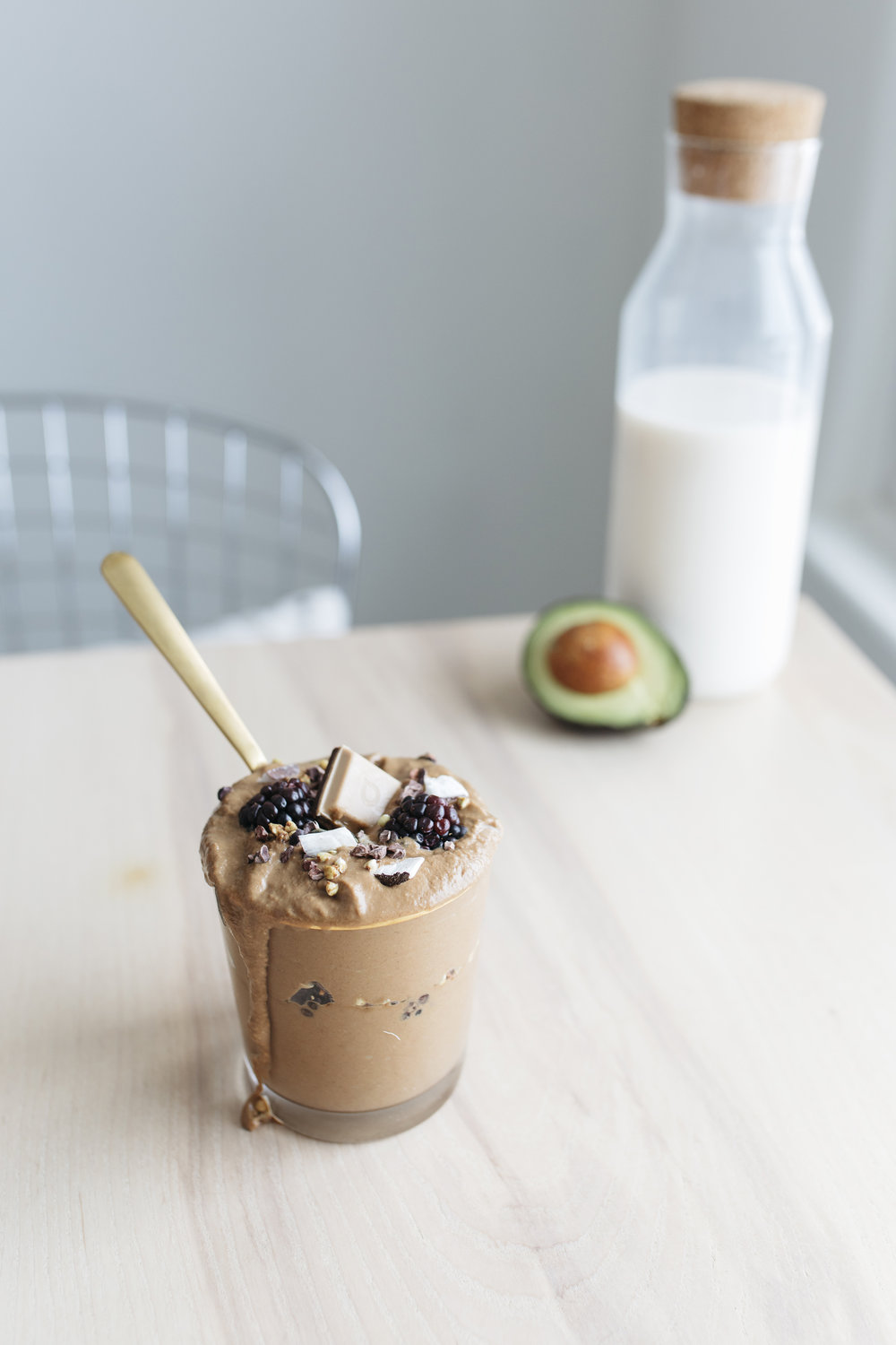 Avocados make for great smoothies to motivate your Monday. find the recipe on this blog