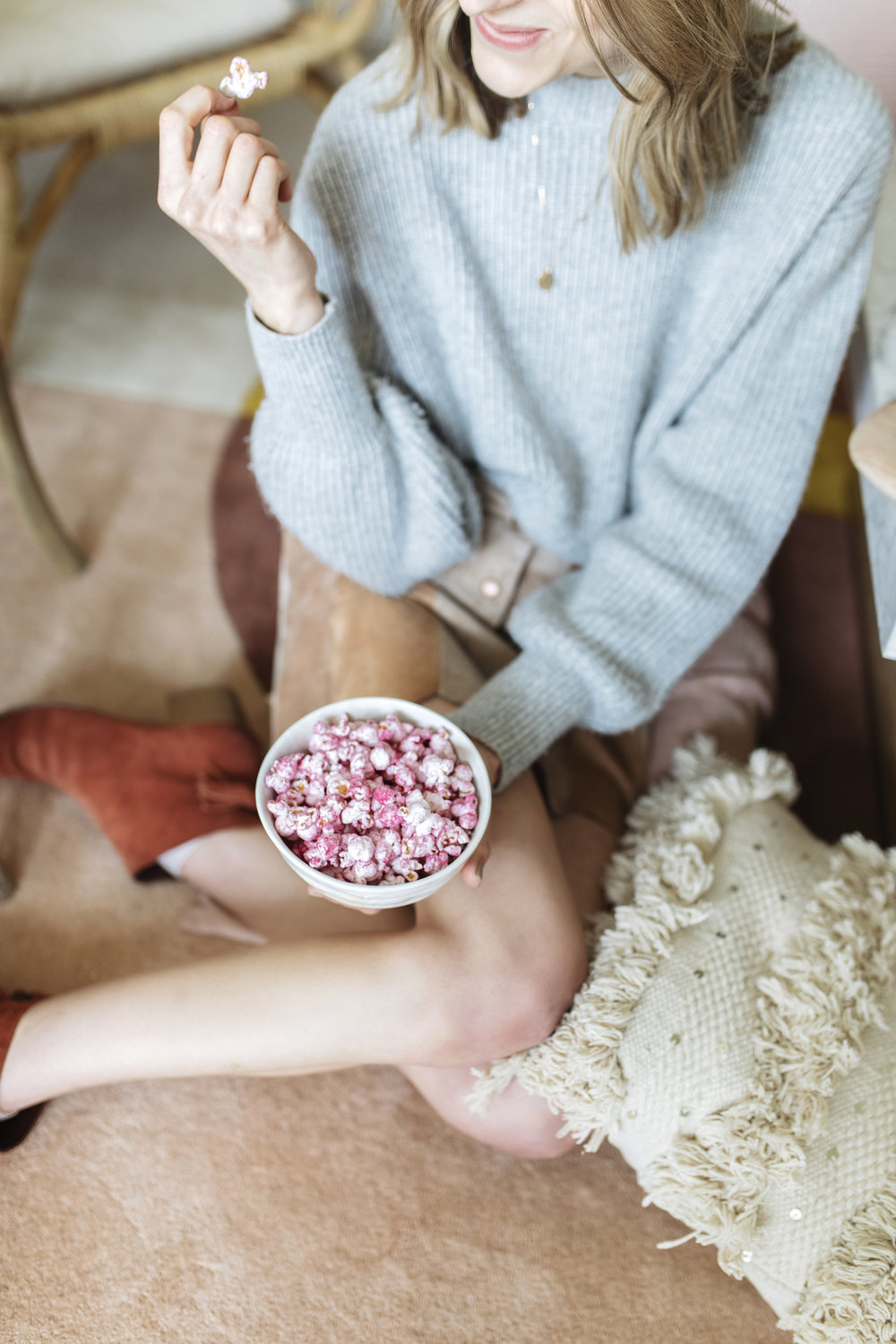 Have your closest gal pals over this week and show them your love with these festive frills. I kept the details super simple so you can pull it together in under 30 minutes! Pink dragonfruit popcorn is the way to go