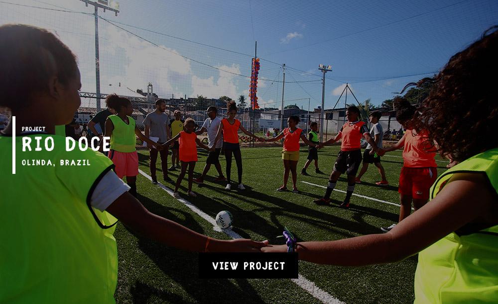 Rio-Doce_Olinda-Brazil-lovefutbol-Fedex-UEFA-streetfootballworld-Field-in-a-box.jpg