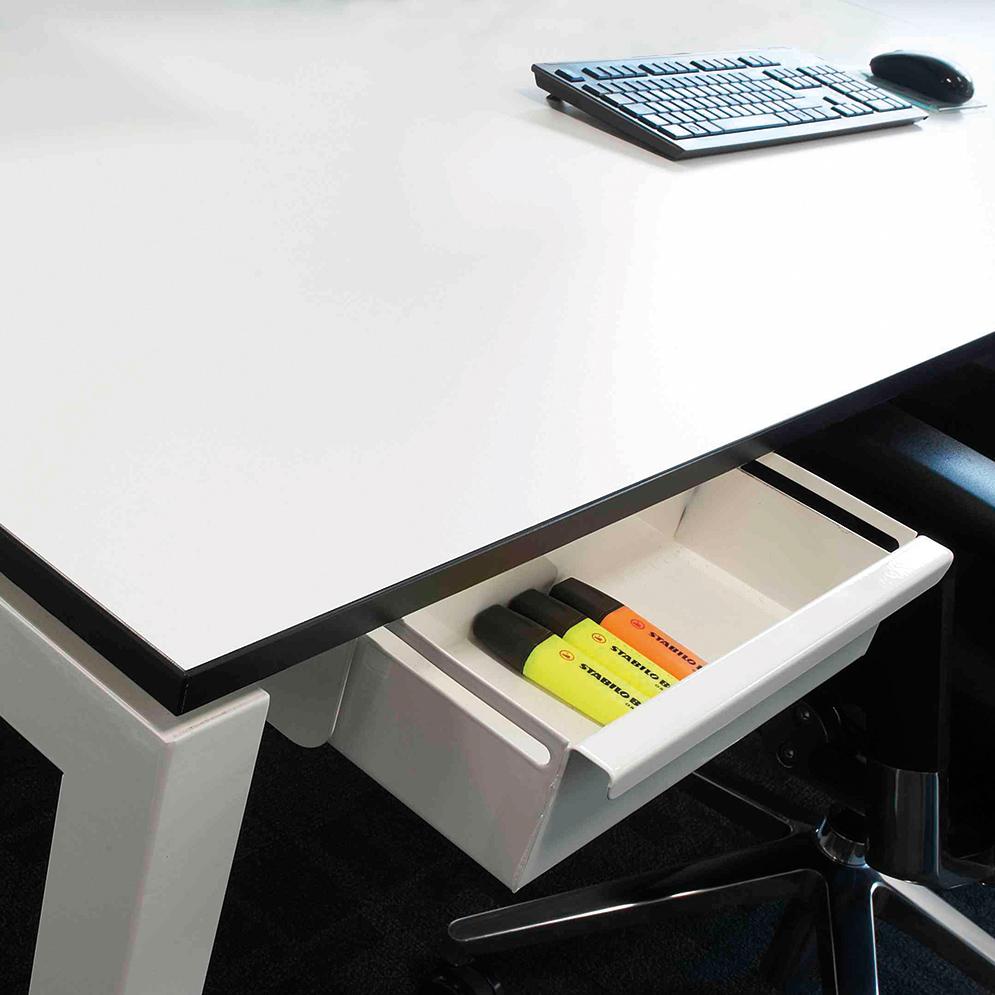 bench-desking-features.jpg