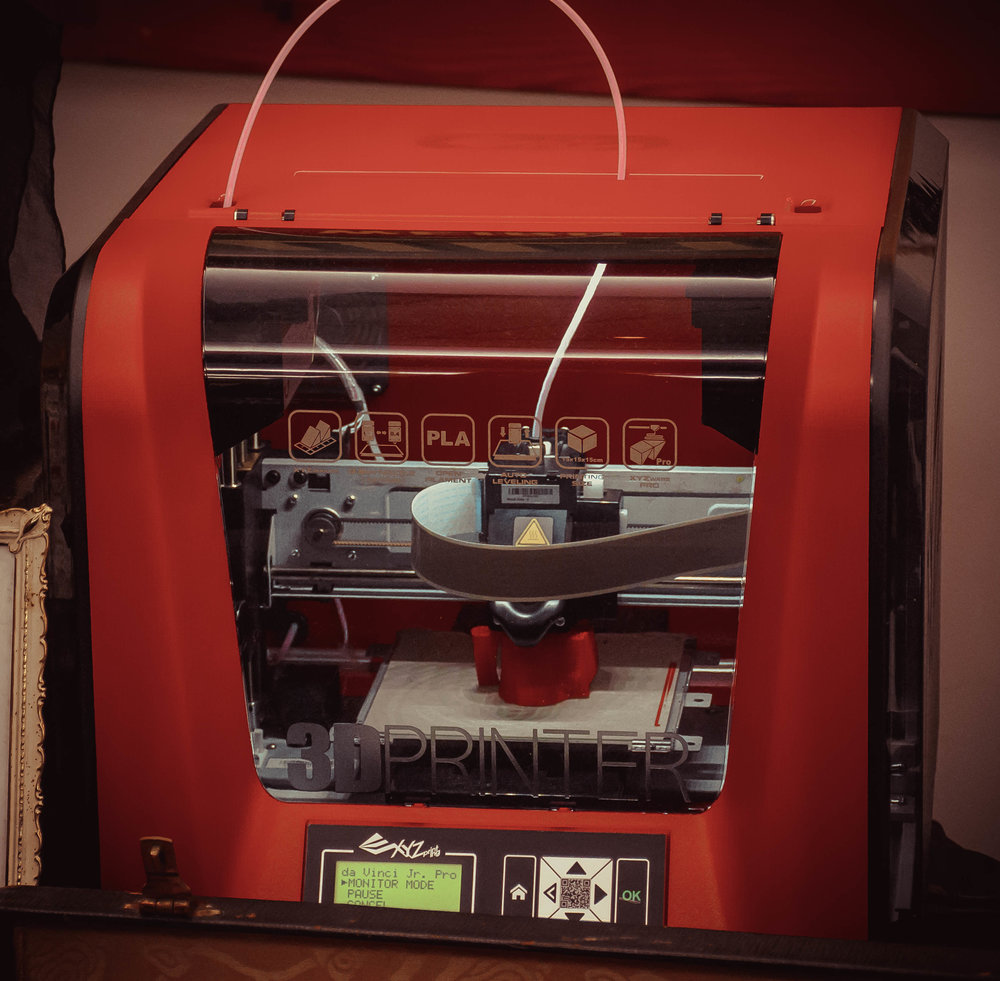 "3-D printer on display actively printing a duplicate of ""Billy"" (click to enlarge)"