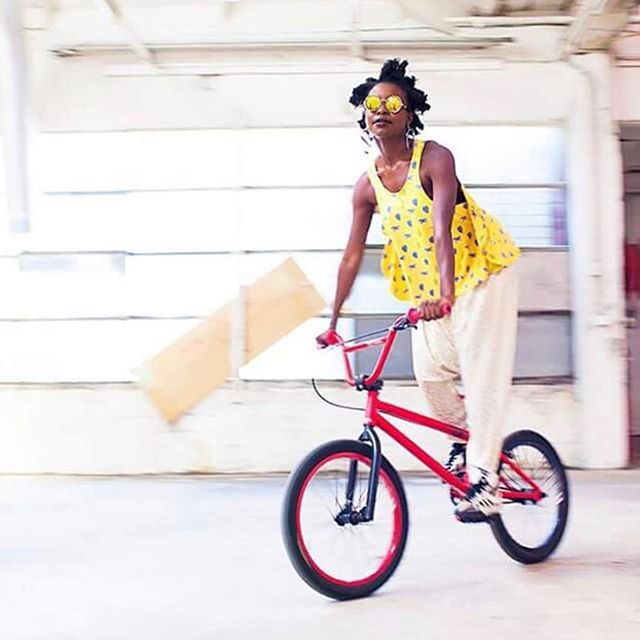 Re-posting beautiful pics featured on @thesocialstudio based in Fitzroy. Bicycles acting as the perfect accessory to the gorgeous models and clothes! 'The Social Studio is social enterprise - fashion school, clothing label, retail shop, a digital textile print studio, clothing manufacturer and a community space created from the style and skills of young people from new migrant and refugee communities.' 📸 Liberation images 2014