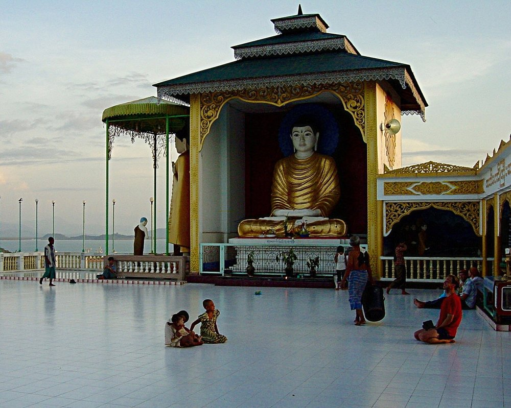 Kawthoung Temple and Children
