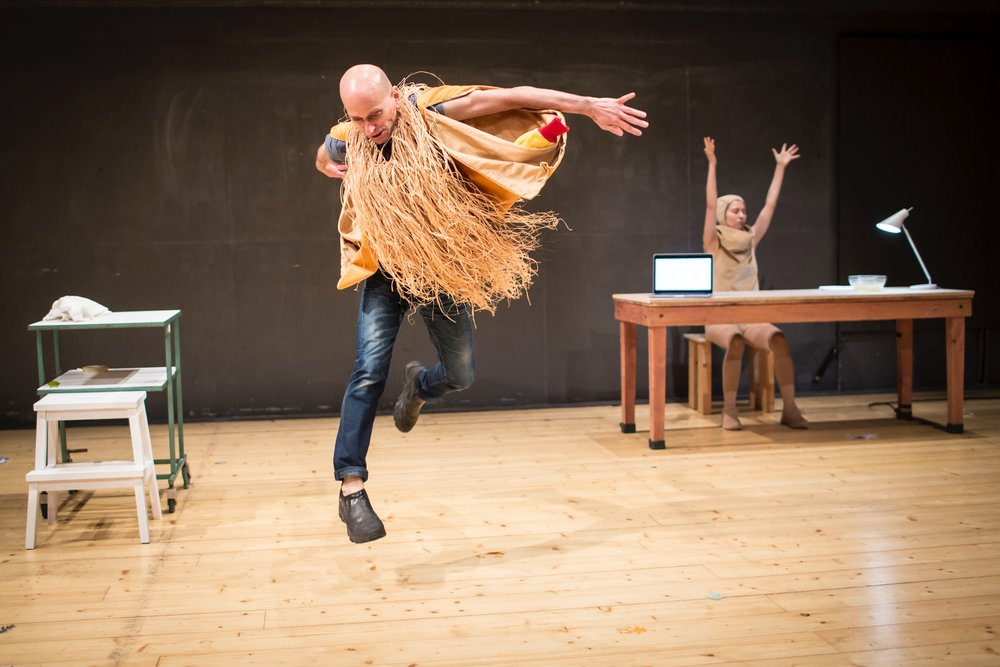 Photo by Vojtěch Brtnický.  Scarecrow  (2018) at Alfred ve dvoře Theatre, Prague, Czech Republic. Pictured left to right: Matthew Goulish, Essi Kausalainen.