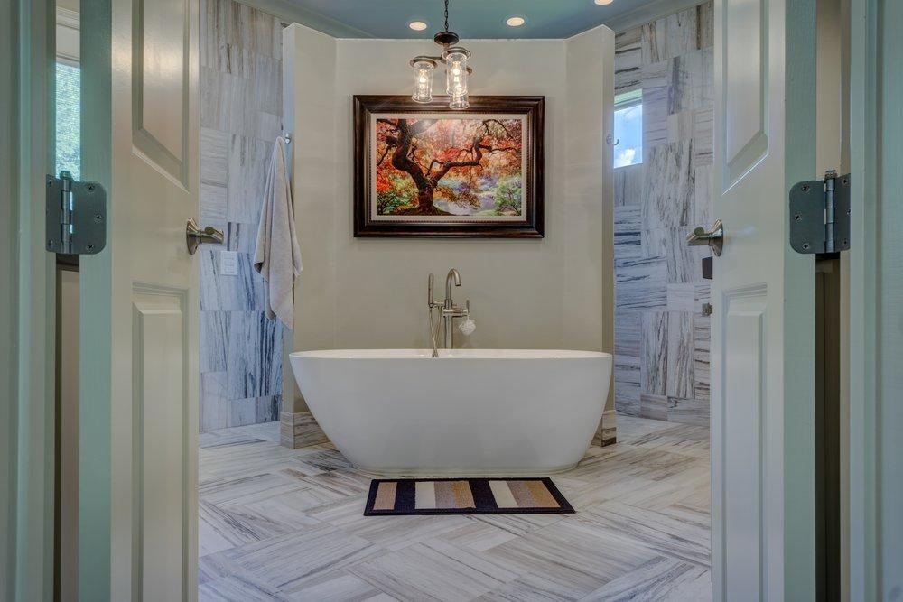 bathroom-1597027.jpg