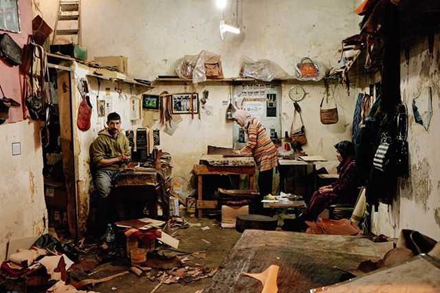 We pushed the door to Abdoul's workshop during our visit of the tanneries in Fez.  Discover this Pununarrative (link in bio) #africanmakers #africanartist #africa #fintech #art #handmade #punugoods #fintech #punuhunter #leatherwork #morocco #fez