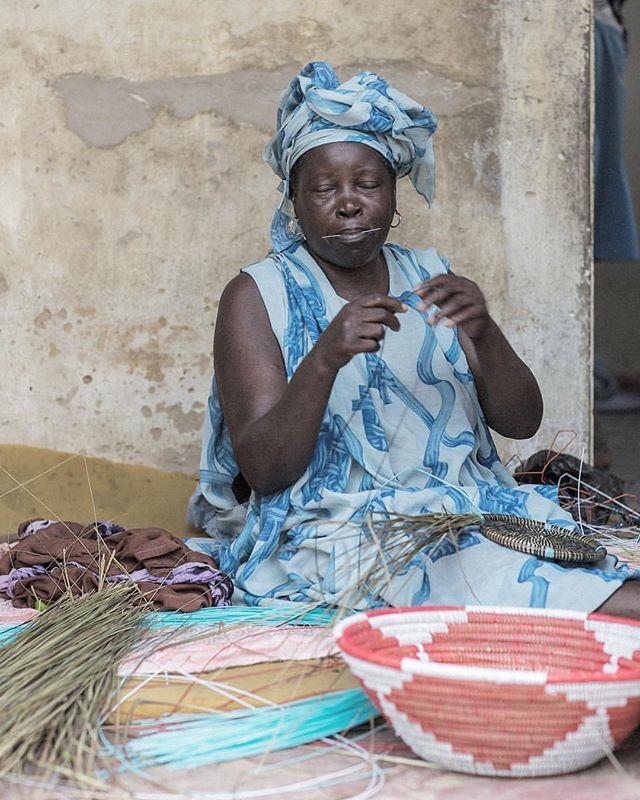 We love, Basket weaver in Thies ( SENEGAL) by @labasketry  #africanartisans #senegalesebaskets #africancrafter #africa #senegal #handmade #everydayafrica #womenempowerment #punuhunter #generousstorage #interiordesign #interior
