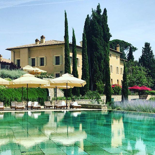 Poolside #tuscany #montalcino #rosewoodcastigliondelbosco