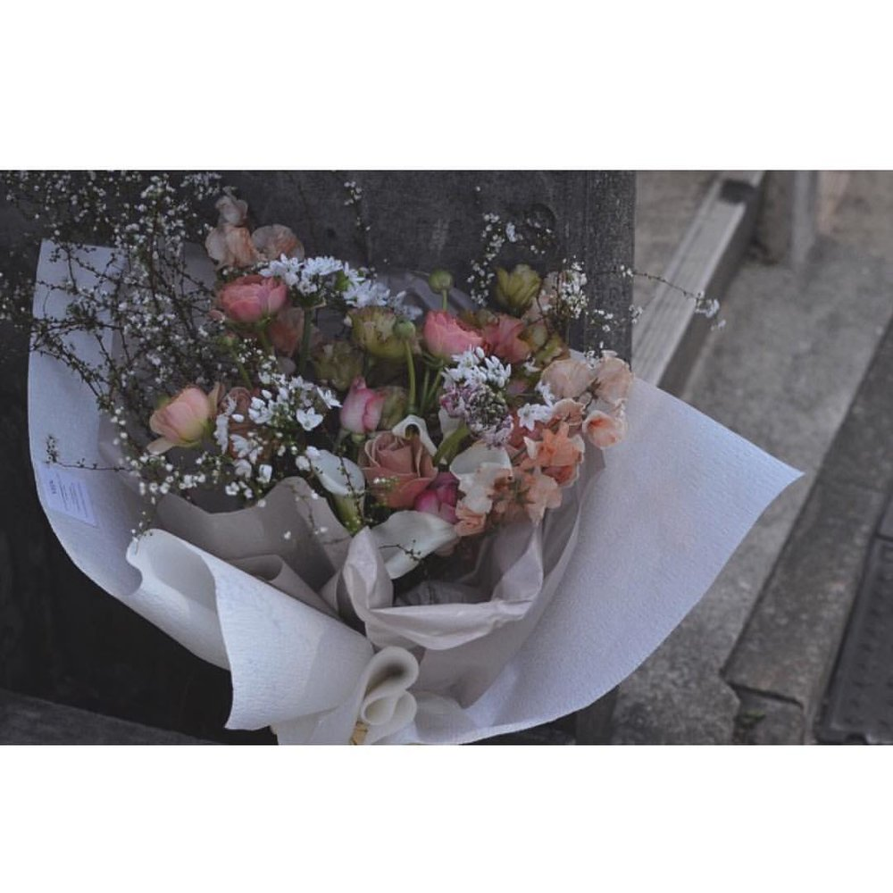 今朝の配達  #BOUQUET #WHITE #KHAKI #PINK