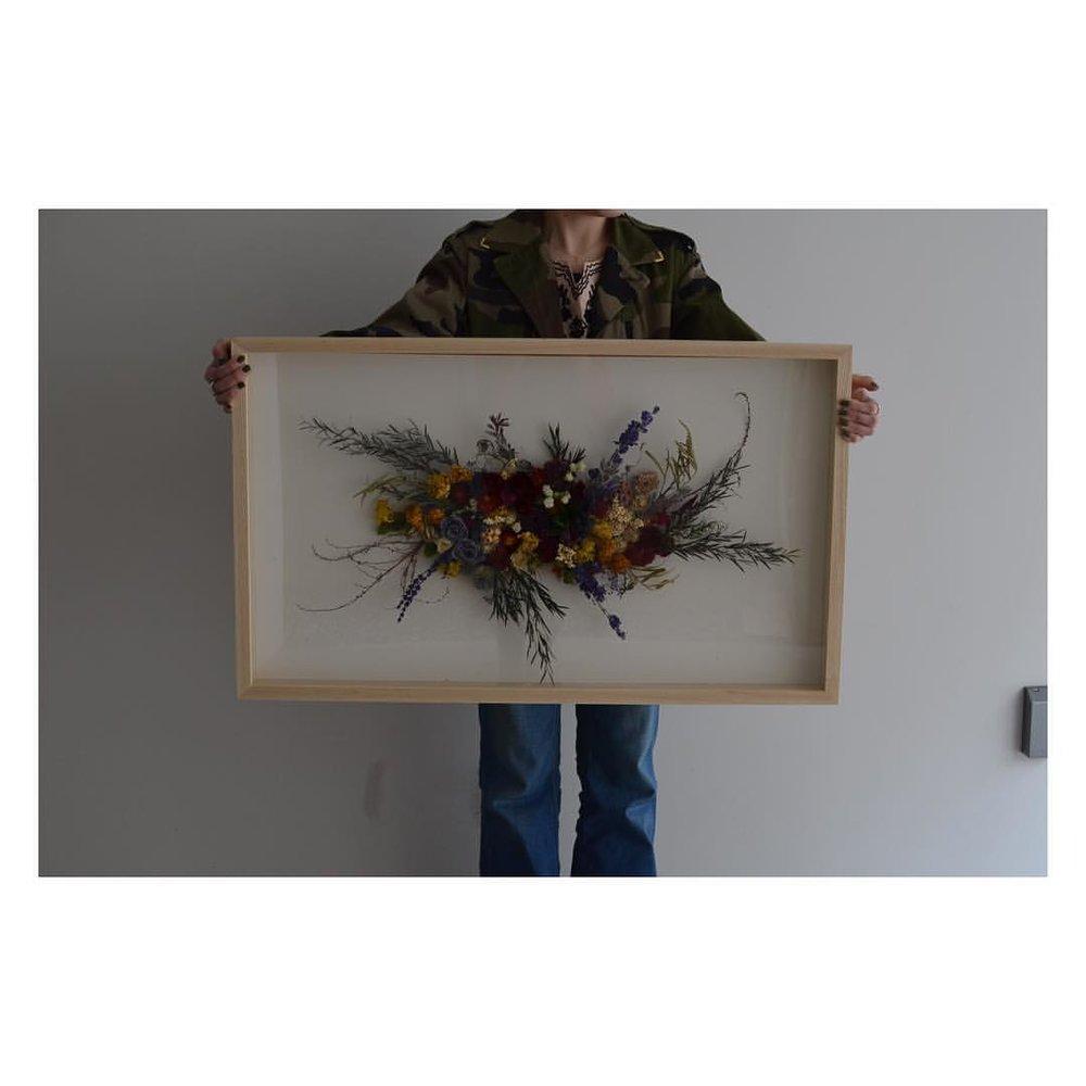 DRIEDFLOWEROBJECT  店舗さまへ納品のためにコツコツと。 標本箱の大きいバージョンを4点製作させていただきました💫  #3D #arrangement  #driedflowers