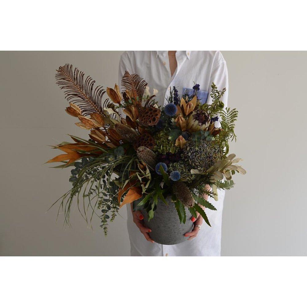 眼鏡舗さんへ御祝花を🌿💫💫💫💫   #arangement  #driedflowers  #vein