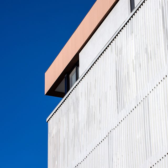 Blue sky. The bright sun hilights the articulation of the facade of our ACS faculty building project.  Photo by @ieva.saudargaite #concrete #louvers #ribbed #lightandshadow #texture #architecture #lebanon #beirut #beirutarchitecture #mariagroup #mariagrouparchitects @acsbeirut