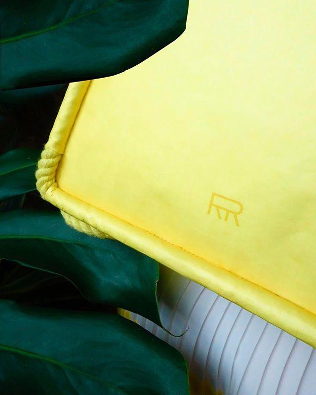 Hide & seek with Arrimage #ifoundyou #jungle #leaves #yellow #tyvekbag #tyvek #swissdesign #logo #arrimage