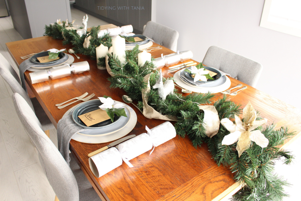 Christmas table setting .png