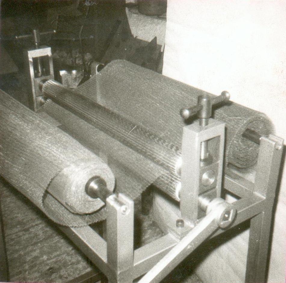 Η κύρια ασχολία όμως είναι οι ειδικές κατασκευές. Το 1971  κατασκευάζει ένα μηχάνημα για τη διαμόρφωση σίτας.