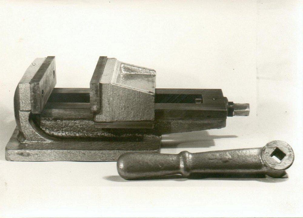 Μέγγενη εργαλειομηχανών 17s με άνοιγμα σιαγόνων 17cm.