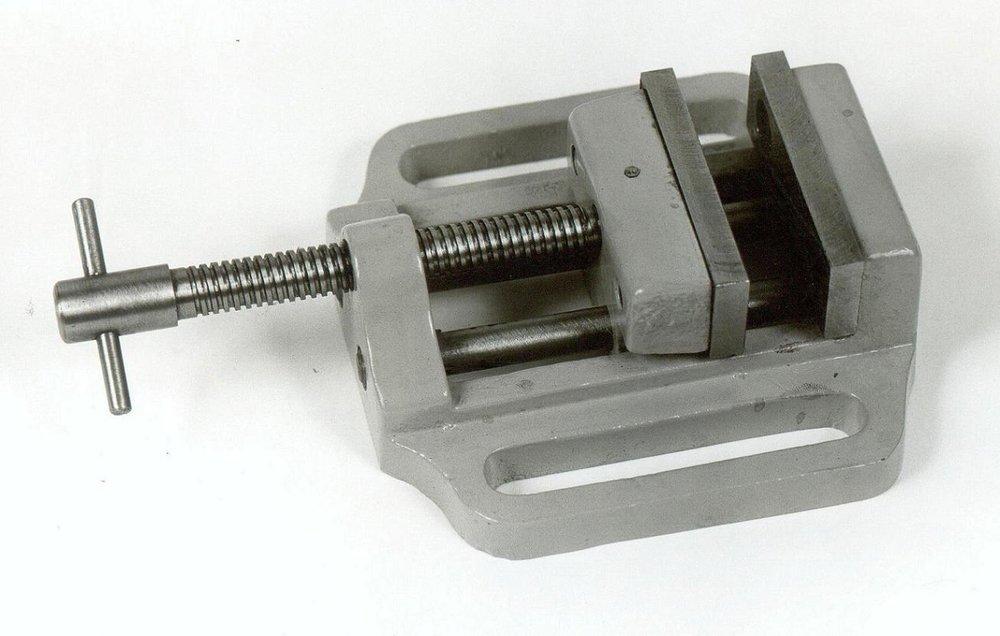 Μέγγενη δραπάνου 6s με άνοιγμα σιαγόνων 6cm.