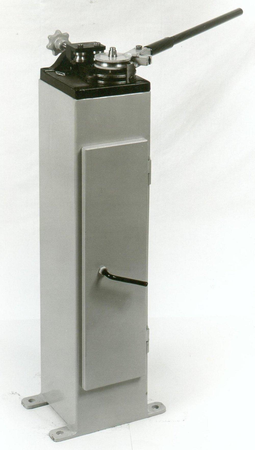 Χειροκίνητος κουρμπαδόρος R16 για σωλήνα μέχρι Φ16mm.