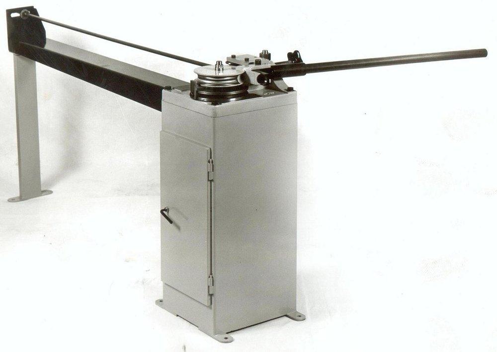 Χειροκίνητος κουρμπαδόρος R32 για σωλήνα μέχρι Φ32mm.
