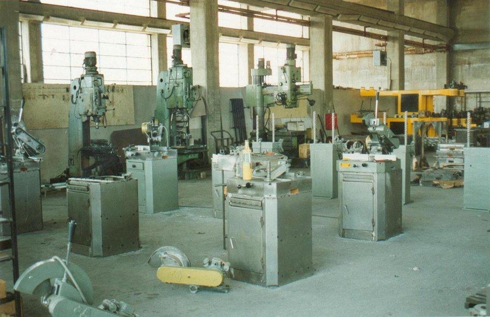 Το 1980 το μηχανουργείο του Αλεξάνδρου Ανδρούτσου μεταφέρεται στον Ασπρόπυργο, σε ιδιόκτητο στεγασμένο χώρο 1350m².