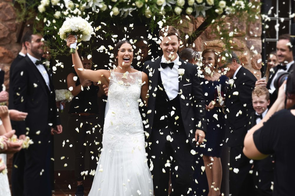 Jade&John showered in confetti