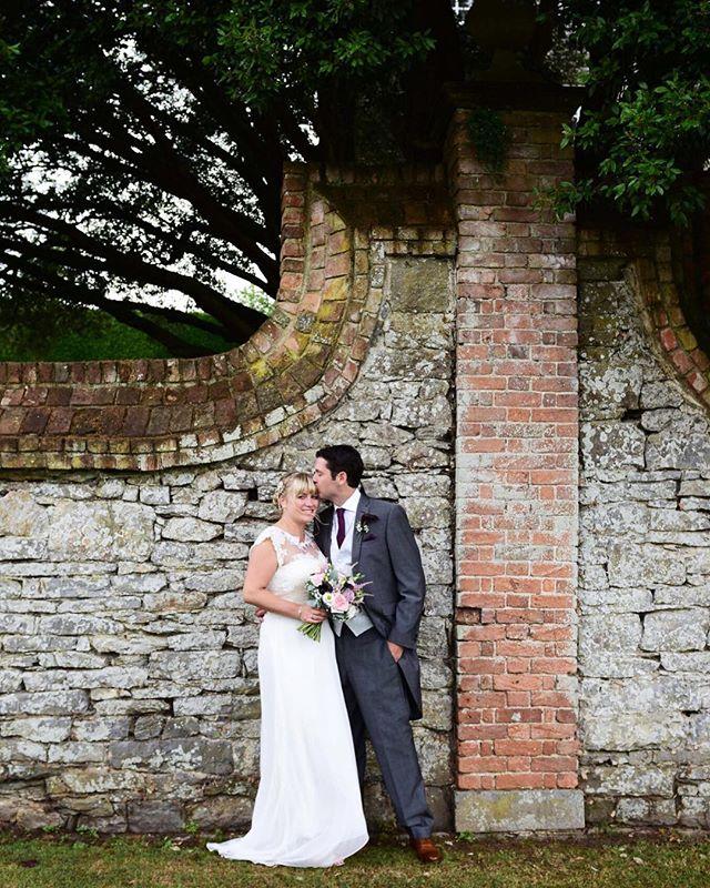 Amie & Mikes Devon wedding at the @estatekingston! #kingstonestateweddings #devon #wedding #weddingphotographer #happycouple #husbandandwife #kissing #kissingunderthetree