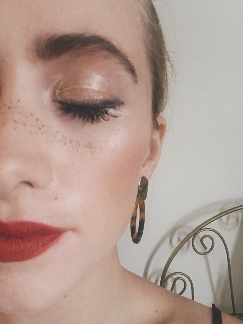 HOLIDAY MAKEUP - EASY AND PRETTY HOLIDAY MAKEUP FOR ANY FESTIVE OCCASION