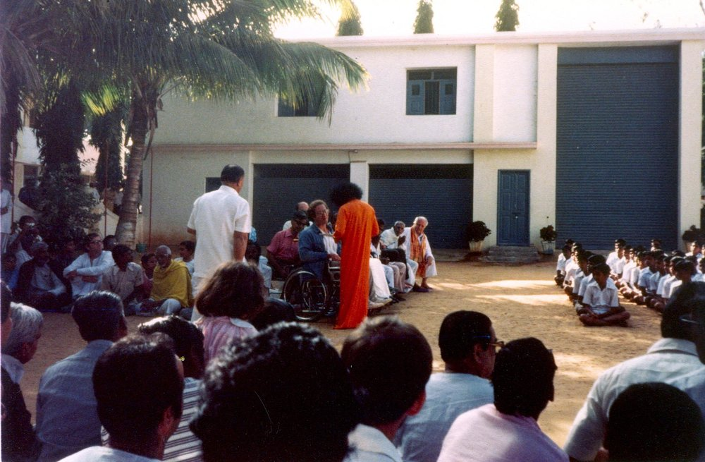 PETER KEYSER AND SATHYA SAI BABA IN PRASHANTI NILAYAM, INDIA.
