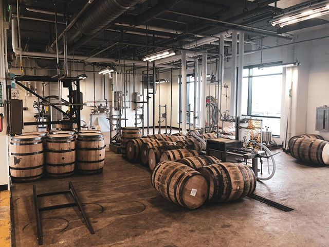 With a connection to the founder of Under Armour and the heritage of Maryland rye, this @sagamorespirit distillery doesn't disappoint. Read more about our visit through the link in our bio. #whiskeyandwords #whiskey #sagamorewhiskey