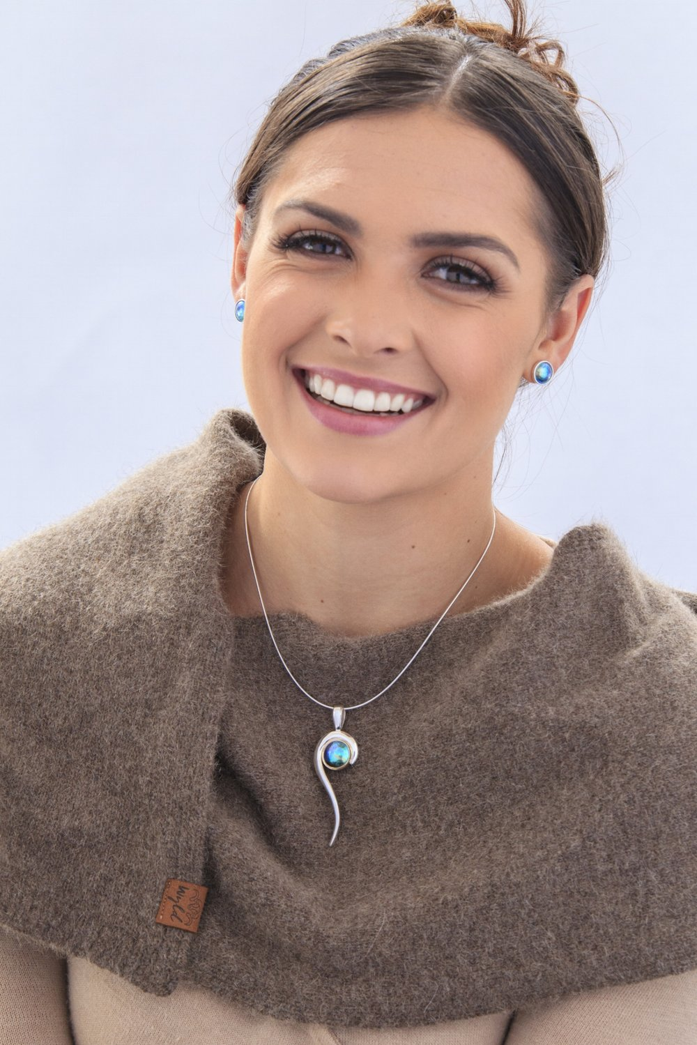Karla de Beer, Miss World New Zealand wearing Eyris Blue Pearls and Wyld scarf