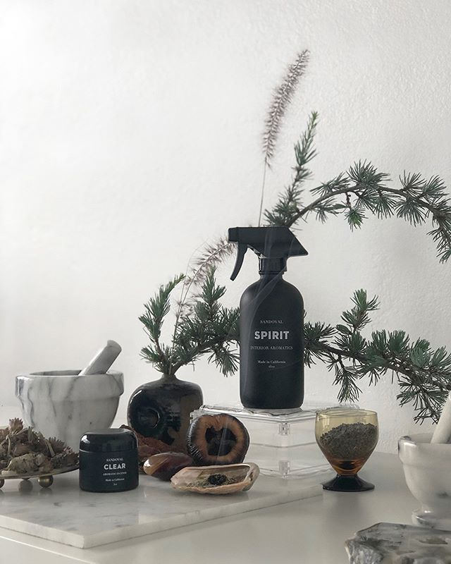 2fer Tuesday.. Spraying/Diffusing SPIRIT and burning CLEAR really taps into that ancient incense ritual.  Calling on amber from resin, fir needle, desert sage, california blue sage from our garden and powdery lavender- this combination is a hypnotic meditation on scents...