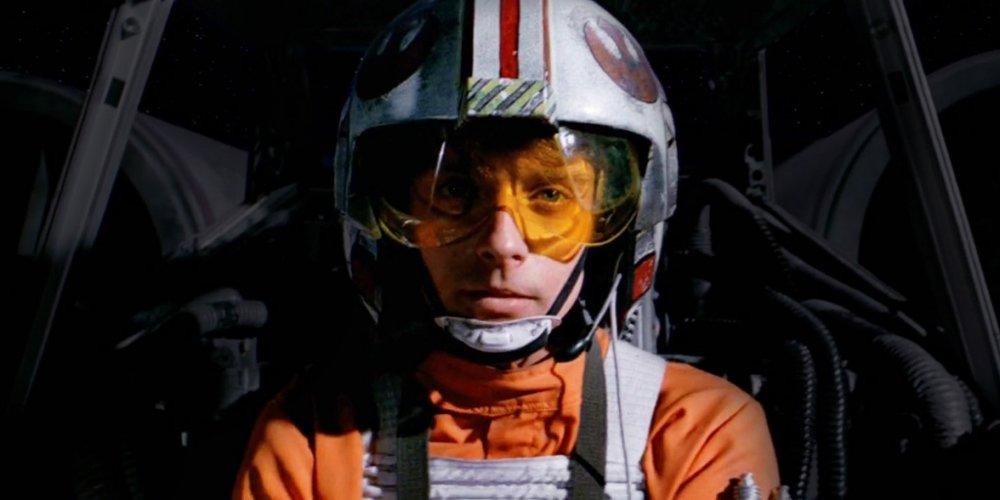 Star-Wars-Force-Awakens-Rey-Rebel-Pilot-Helmet-1024x512.jpg