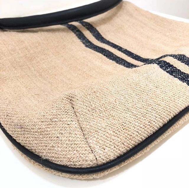 Bag candy! The SMALL STRAP SAC in antique French Linen circa 1900 Provence. A new batch in for your spring and summer carrying pleasure. Trimmed in black leather. Detachable strap and handle. Order via link in profile. #itsakingsley #kingsley