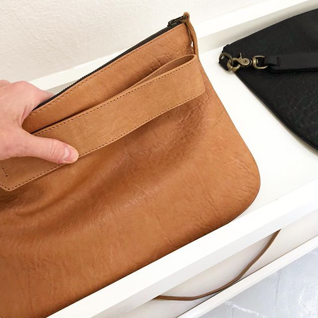 The OVERSIZED clutch in camel colored soft lamb. The perfect everyday companion. Fits iPads ladies. #itsakingsley #kingsley