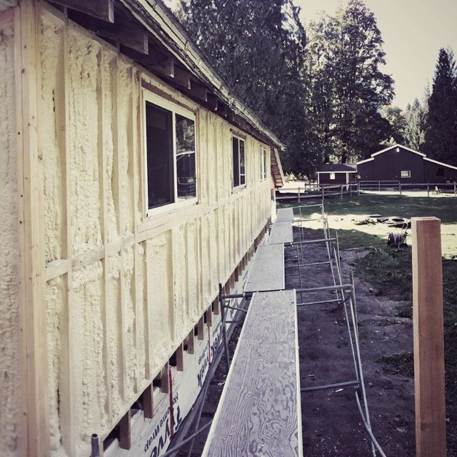 What looked like possibly a day and a half of work was finished up all in a day 👍🏻 #arcticfoxsprayfoamltd #squamish #sprayfoam