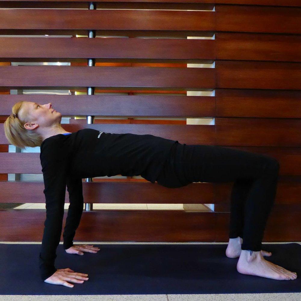 crab_pose_catupadapithum_yoga
