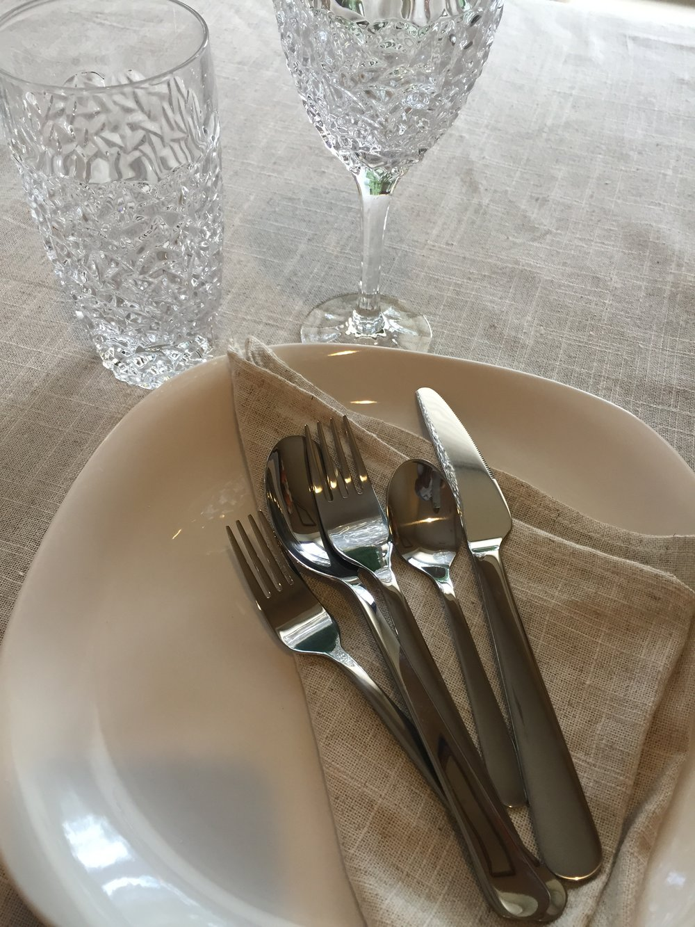 USE 4-6 PLACE SETTINGS