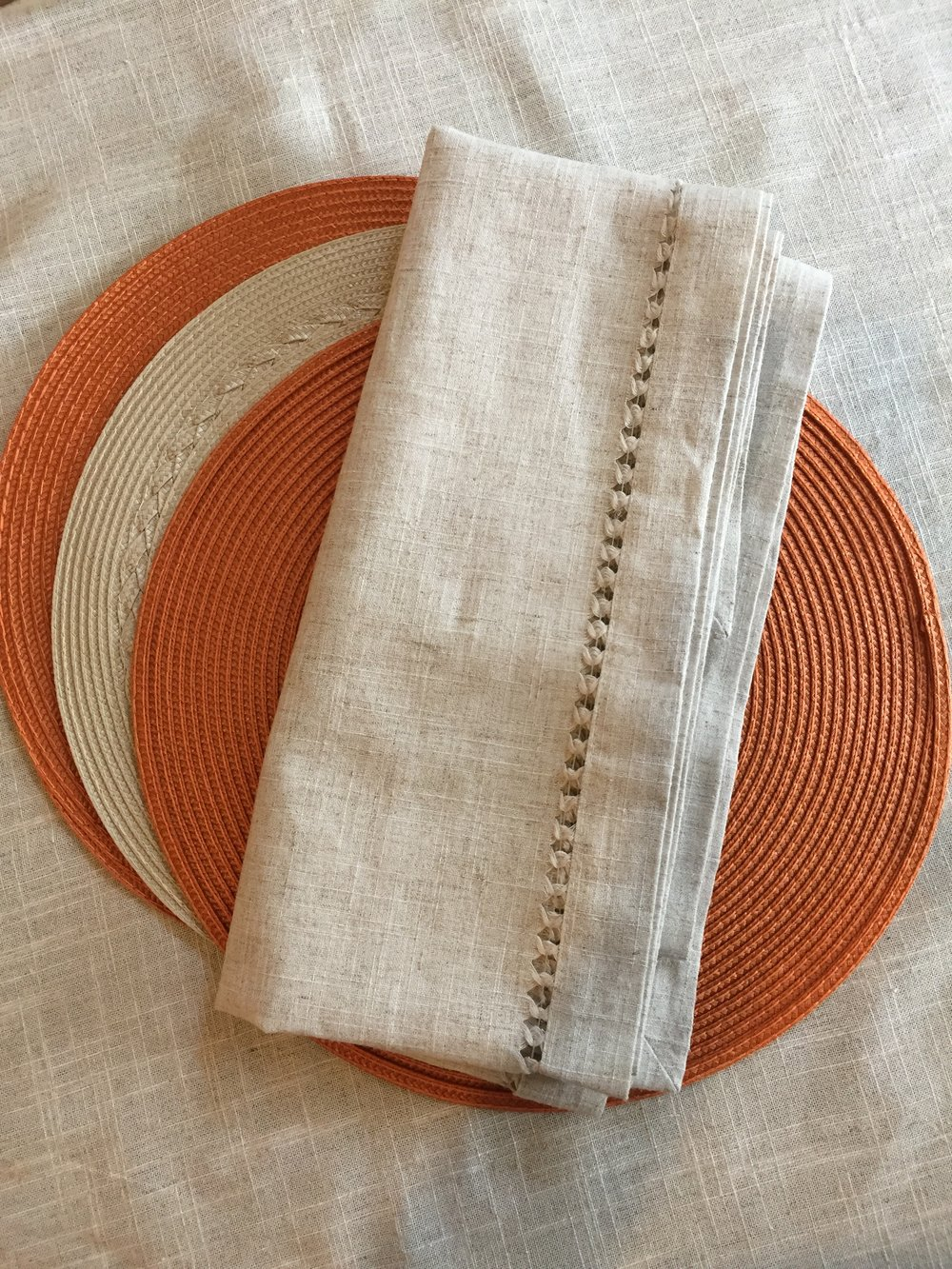 USE 4-6 PLACEMATS & NAPKINS WITH 1 TABLE RUNNER