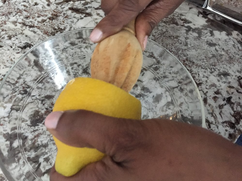 SQUEEZE FRESH LEMON JUICE