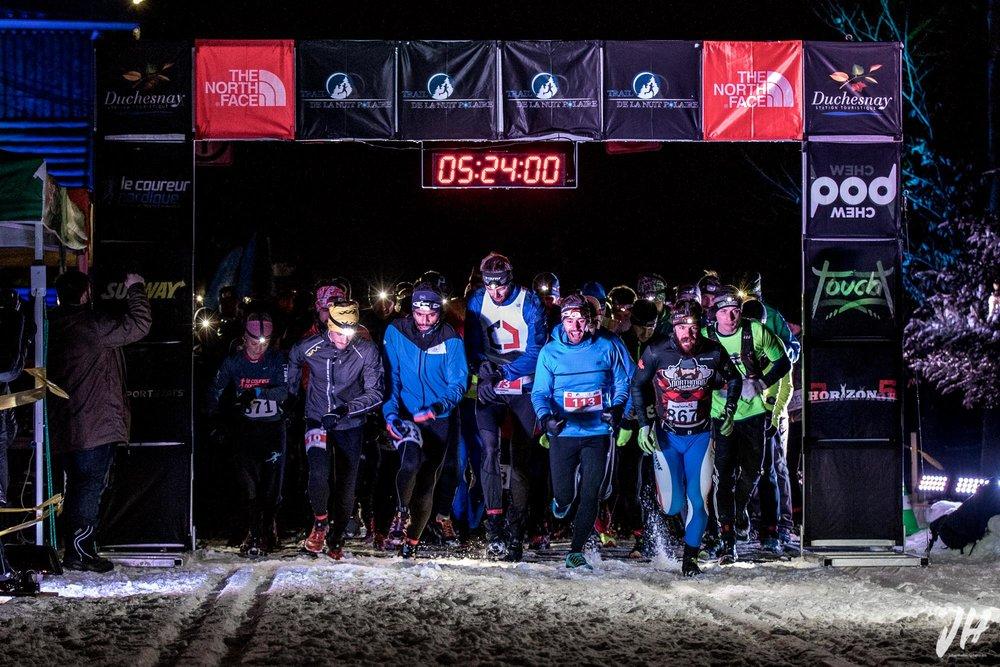 Du gros fun au départ de la course, c'est plutôt habituel à la Trail de la Nuit Polaire :)
