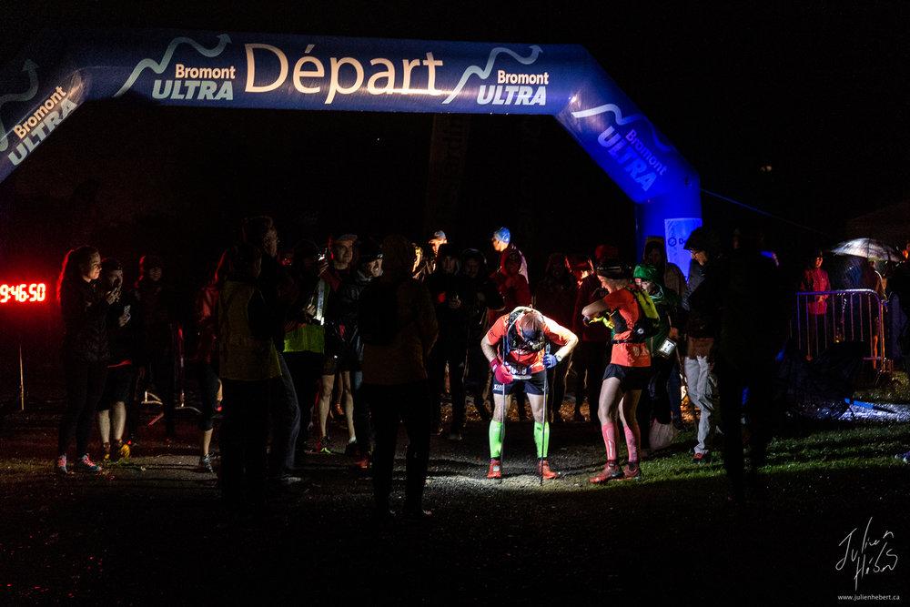 L'arrivée de Jean-François Cauchon en première place du Bromont Ultra 2018 160km. Il bat aussi le record de temps pour le 160km.