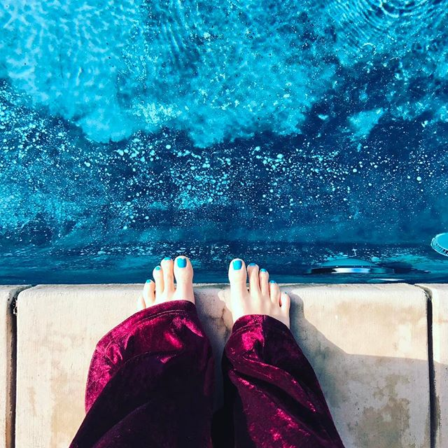 Toes to match the water. And velvet pants. #sunday #pool #sunshine #turquoise #jumpin