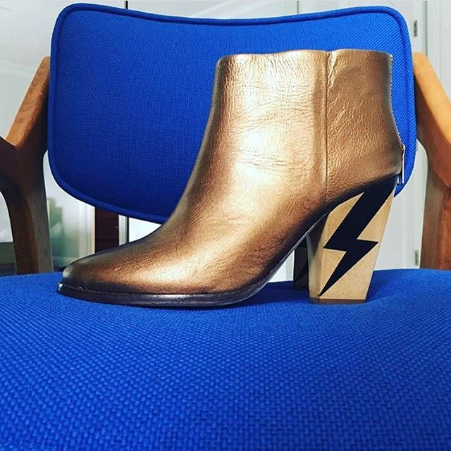 Insanely jealous of my friends shoes. I DIEEEEEEEE. perfect and sooo good against the blue. You go @dvetts 💗💗💗 designer? #lightning #goldshoes #stunningshoes #woodheel #goldongold #beauty