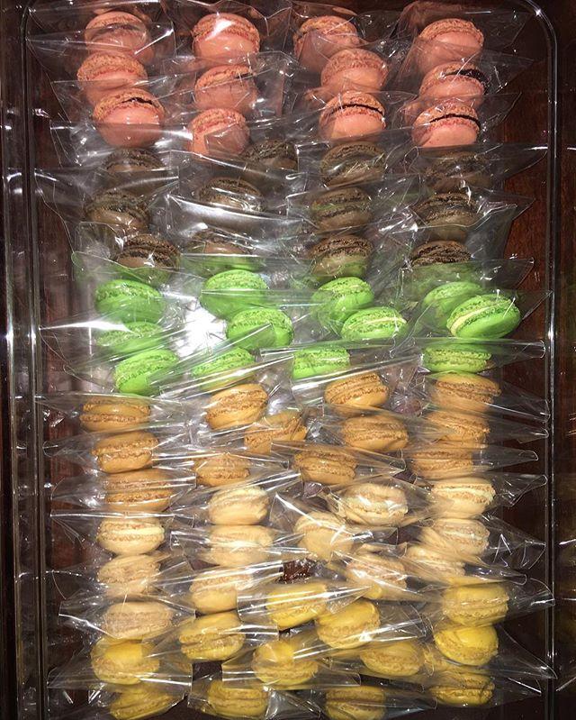 Macaron's Anyone?! 😋  #dessertsbysabina #dessert #sweets #macarons #baker #bakery #raspberry #coffee #pistachio #vanilla #chocolate #lemon #bayarea #bayareafood #macaron