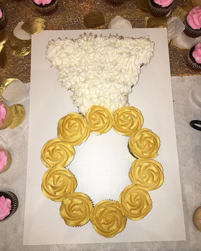 Engagement Cupcake Cake 💍 #dessertsbysabina #dessert #cake #cupcakes #cupcakecake #buttercream #bridal #bridalshower #weddingdress #weddingcake #ring #bayarea #baker #baking #sweets