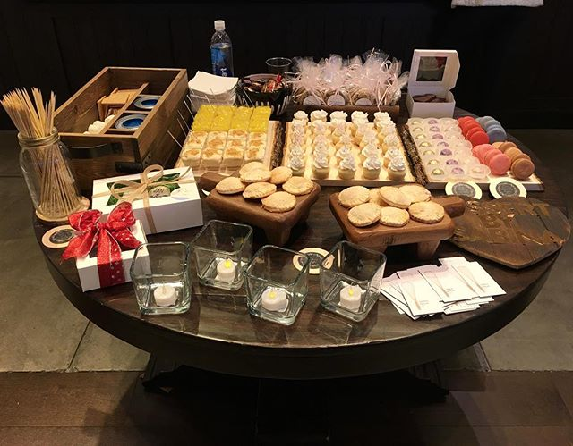 Thank You To Everyone Who Came To @potterybarn_walnutcreek! It Was Great To Meet All Of You! ❤️ And Thank You To Pottery Barn For Having Me!  #dessertsbysabina #dessert #baker #bakery #sweets #bayarea #bayareafood #smores #pie #macarons #cupcakes #cheesecake #lemon #cookies #truffles #potterybarn #walnutcreek #bridal