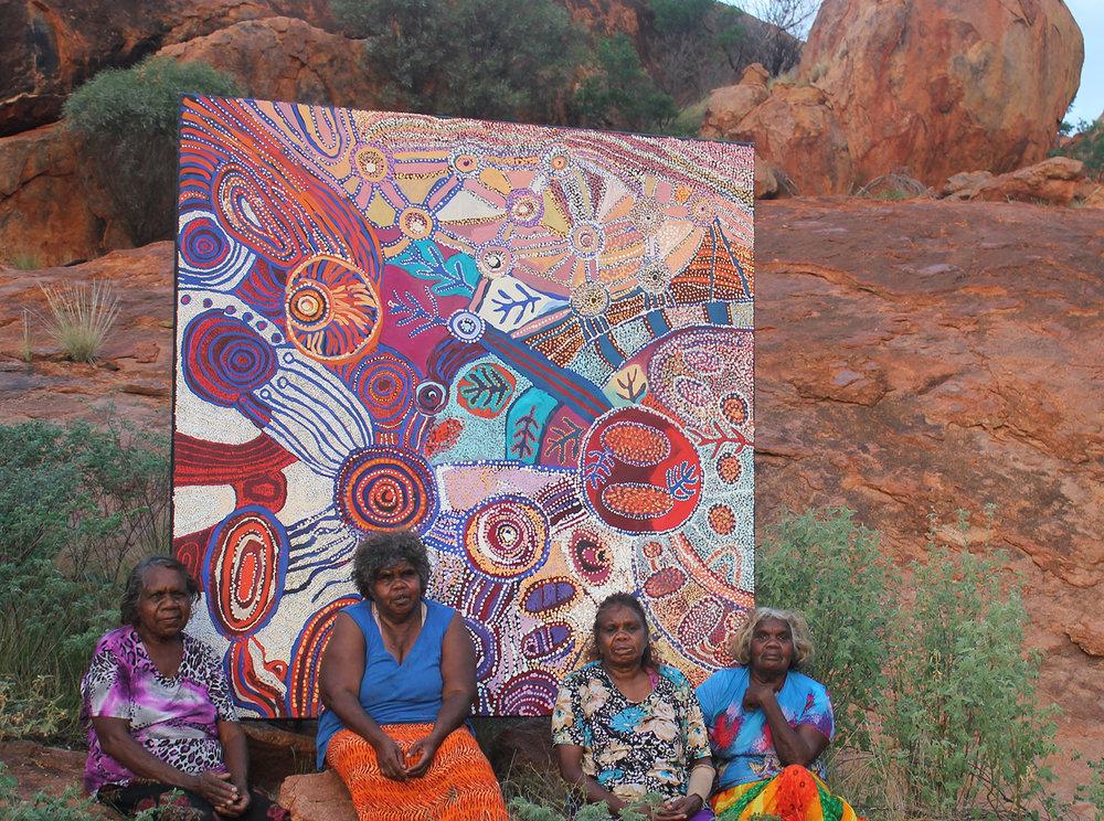 Ngupulya Pumani, Tuppy Goodwin, Betty Pumani ands PUNA Yanima at Mimili. ©  Mimili Maku