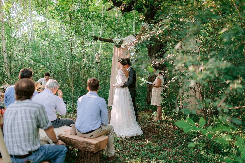 intimate-forest-wedding-minnesota-pinewood-woodlands-house-016.jpg