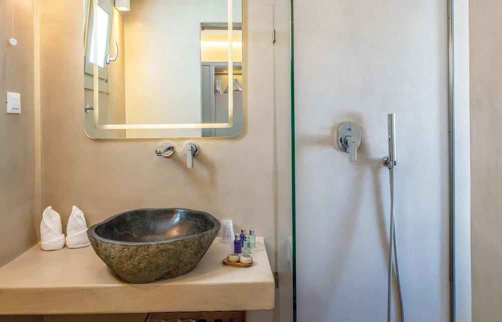 Web-Rochari_bathroom.jpg