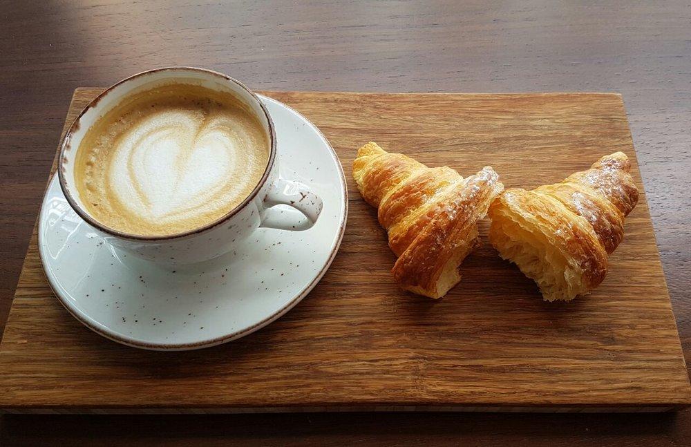 solo cortado & croissant.jpg